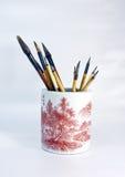 Pinselfeder in einem Porzellan Lizenzfreies Stockfoto