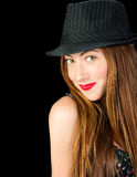 有红色佩带pinstr的头发和雀斑的可爱的少妇 库存图片