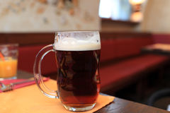 Pint of black beer Royalty Free Stock Images