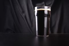 Pint of dark beer Royalty Free Stock Photos