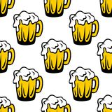 Pint of frothy beer seamless background pattern Royalty Free Stock Photos