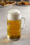 Pinta de cerveza fresca foto de archivo