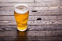 Pinta de cerveza ligera fotos de archivo