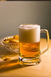 Pinta de la cerveza inglesa tradicional con espuma Imágenes de archivo libres de regalías