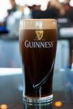 Pinta della birra dell'Irlandese di Guinness fotografia stock libera da diritti