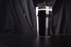 Pinta di birra scura Fotografie Stock Libere da Diritti