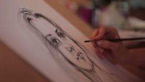 Pinta um retrato de uma mulher bonita video estoque