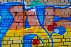 Pintada coloreada en una pared de ladrillo fotografía de archivo libre de regalías