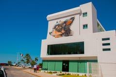 Pintada en la pared de un edificio en la ciudad Campeche, dibujo una cabeza masculina y un perro San Francisco de Campeche, Méxic Fotografía de archivo