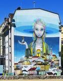 Pintada, mural, Moore& x27; s y x22; Revival& x22; en la fachada del edificio de la cinco-historia Andrew& x27; ciudad Kyiv de la Imágenes de archivo libres de regalías