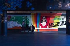 Pintada Southbank Melbourne de Streetart de las abejas de Makatron Foto de archivo libre de regalías