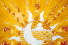 pintado Luna dentro del Sun Fotos de archivo