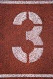 '3' pintado na pista de atletismo Fotos de Stock Royalty Free