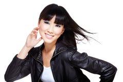 Pintainho chinês do motociclista no preto com cabelo windswept fotos de stock royalty free