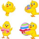 Pintainho pequeno dos desenhos animados com ovo da páscoa ilustração royalty free