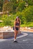 Pintainho quente que skateboarding em Barangaroo, Sydney Imagens de Stock Royalty Free