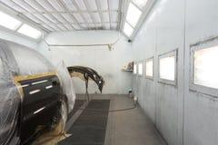 Pintando a porta e o amortecedor de carro Fotografia de Stock Royalty Free