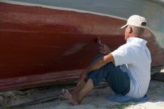 Pintando um barco Imagens de Stock