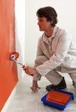 Pintando uma parede Fotografia de Stock