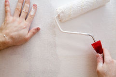 Pintando uma parede Imagem de Stock Royalty Free