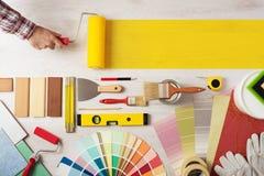 Pintando y adornando la bandera de DIY fotografía de archivo libre de regalías