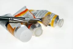 Pinte as câmaras de ar com escovas de pintura Fotografia de Stock Royalty Free