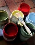 Pinte frascos com 2 escovas Fotografia de Stock Royalty Free