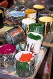 Pinte garrafas, escovas e latas da pintura Foto de Stock Royalty Free