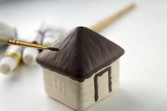 Pinte la casa decorativa de cerámica Foto de archivo libre de regalías