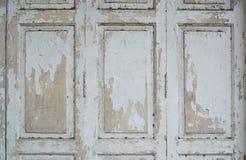 Pinte la peladura de la puerta de madera Imagen de archivo libre de regalías