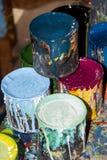 Pinte las botellas, los cepillos y las latas de la pintura Foto de archivo libre de regalías