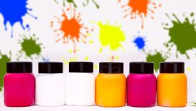 Pinte latas das caixas alinhadas Imagem de Stock Royalty Free