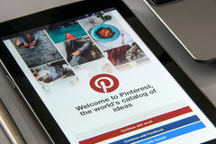 Pinterest-APP auf Smartphone stockbild