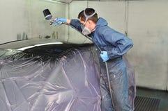 Pintor del coche en el trabajo. fotografía de archivo libre de regalías