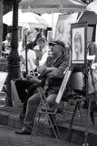 Pintor en Montmartre antes de clientes París, Francia Fotografía de archivo