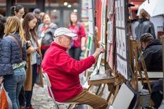 Pintor en Montmartre, París fotografía de archivo libre de regalías