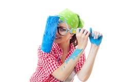 Pintor feliz brincalhão da mulher com rolo Foto de Stock