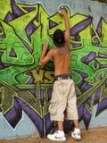 Pintor mural en el trabajo Fotos de archivo libres de regalías