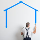 Pintor Painting House Shape Fotos de Stock Royalty Free