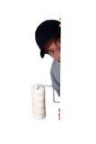 Pintor que oculta detrás de una pared Imagen de archivo libre de regalías