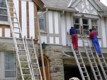 Pintores de casa en el trabajo Imagenes de archivo