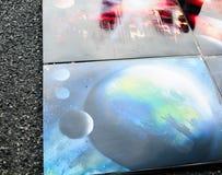 A pintura é pintada com pintura da pintura de um cartucho imagem do universo foto de stock