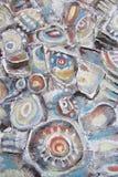 Pintura abstrata Pedras do rio da montanha Círculos na água Fotos de Stock