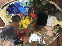 Pintura acrílica y cepillo Imagen de archivo