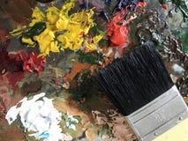 Pintura acrílica y cepillo Imagenes de archivo