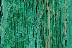 Pintura agrietada en una pared de madera Pared de tablones de madera con los rastros de la pintura Fotografía de archivo libre de regalías