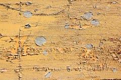 Pintura amarela suja na madeira Foto de Stock Royalty Free