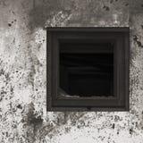 Pintura branca preta cinzenta oxidada envelhecida velha da parede da cabana da barraca, quadro de madeira quebrado de vidro de ja foto de stock