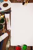 Pintura da aquarela e escovas de pintura e Livro Branco Foto de Stock