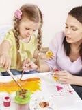 Pintura da criança no pré-escolar. Imagem de Stock Royalty Free
